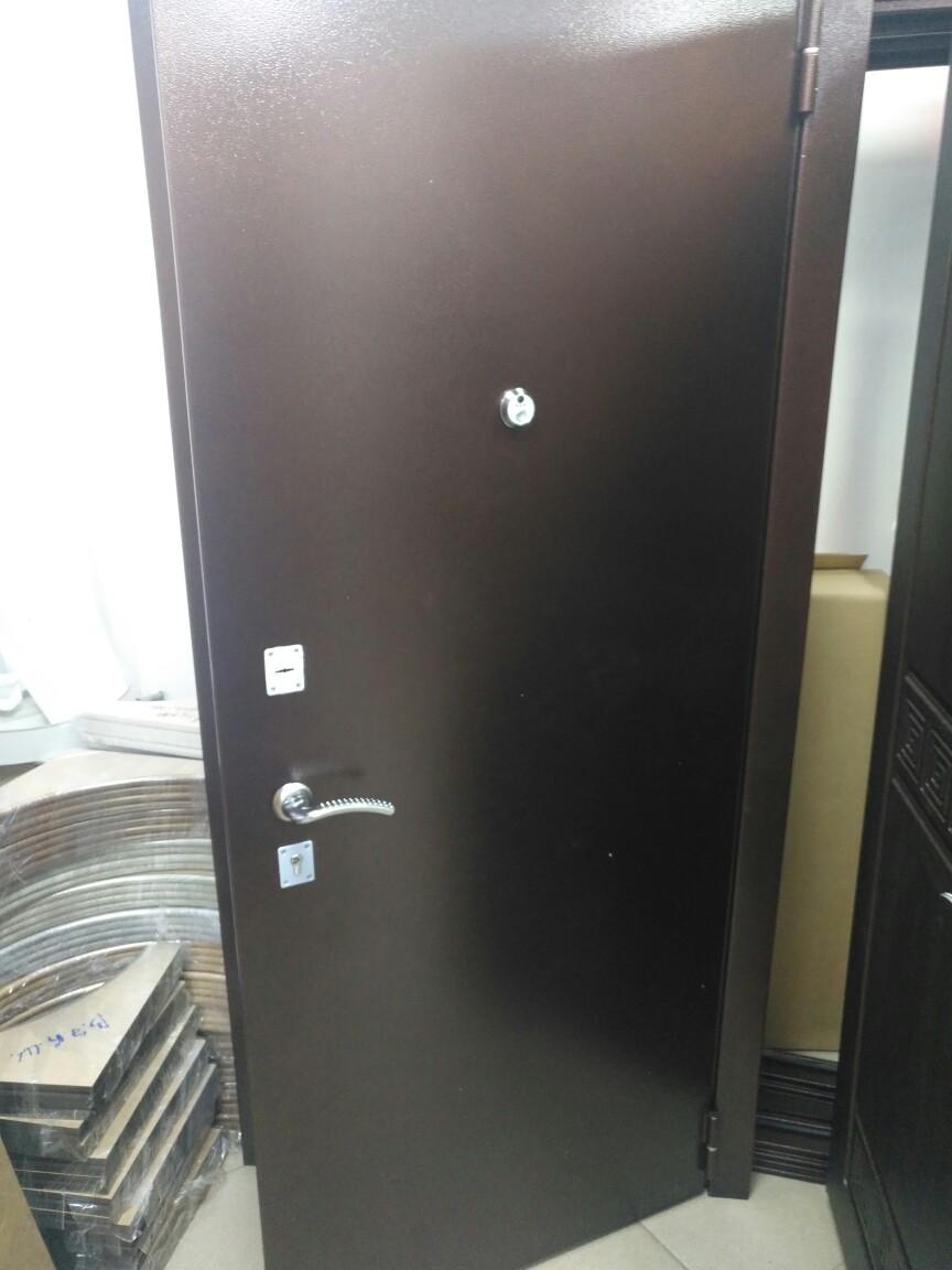 Металлические двери с видеоглазком